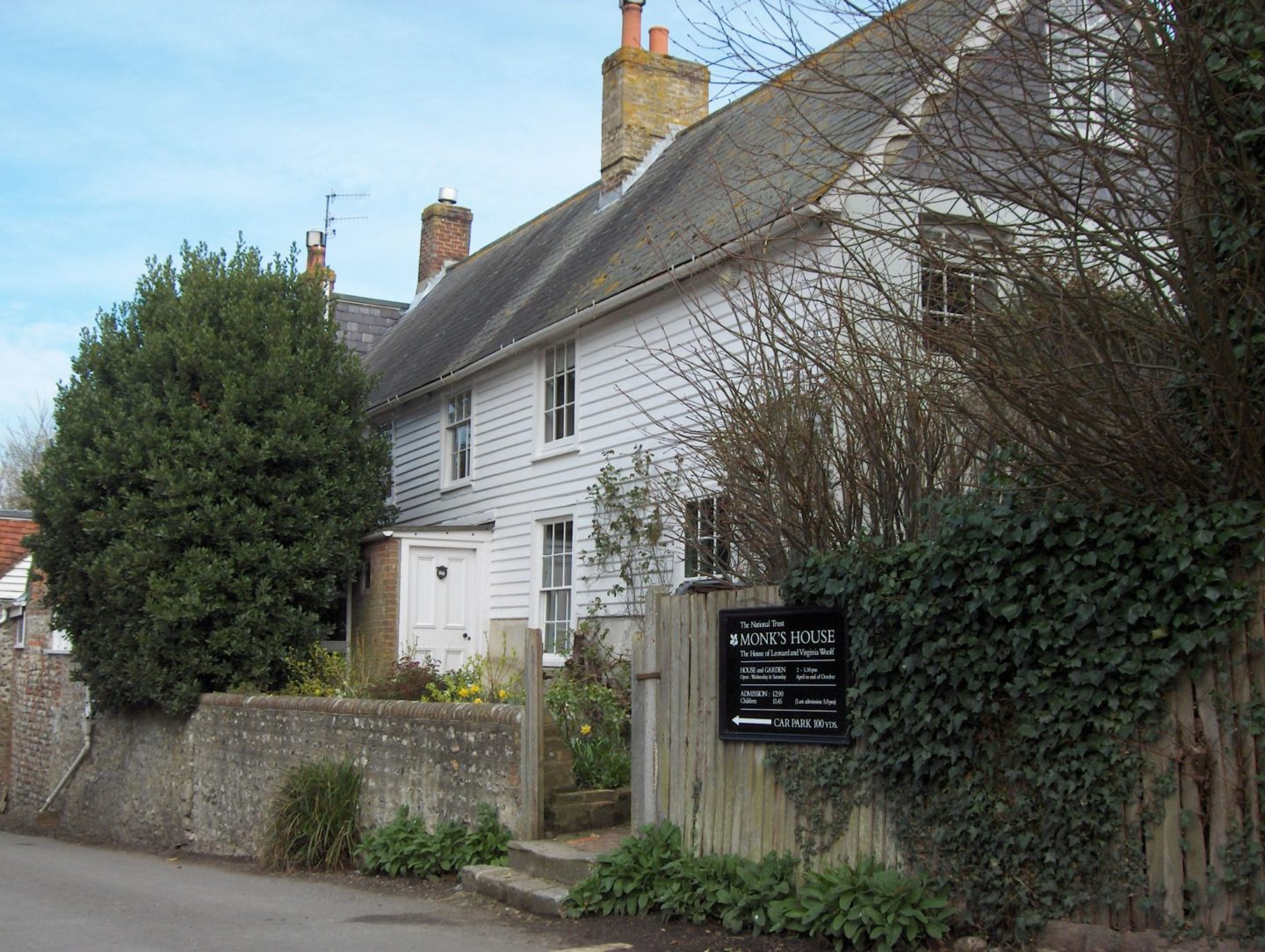 Monk's House, Rodmell – a visit with Hastings Battleaxe